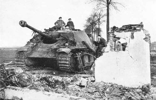 Vēl 1944 gadā visiem tanku... Autors: cornflakes WW2 vācu tanku-iznīcinātāji un mobilā artilērija