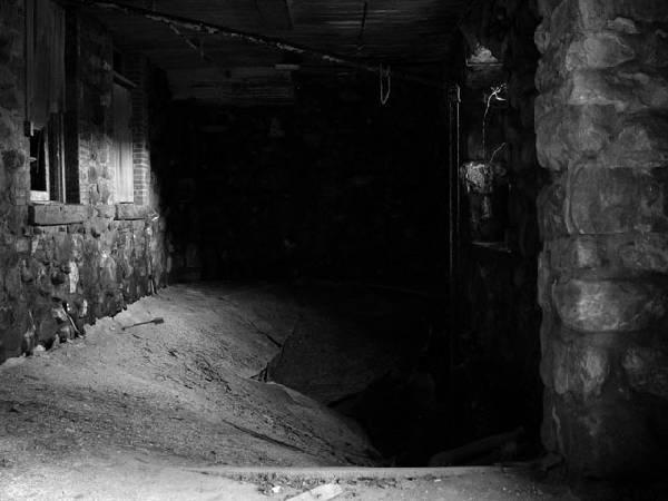 Ēkas grīda dažviet jau... Autors: Kobis [1. daļa] Pamestas vietas...