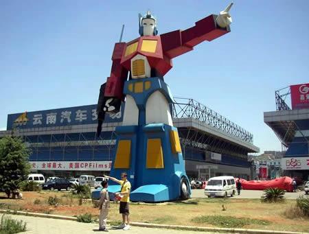 Optimus Prime statuja Yunnanā... Autors: AldisTheGreat Tikai Ķīnā!