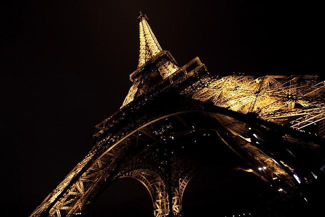Eifeļa tornis Autors: reinars22 Pasaules skaistākās celtnes.