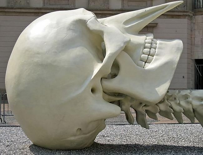 Autors: SK8T3R 28m skelets no cilvēka kauliem.