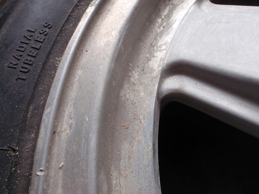 Autors: Krizix Krāsoju un pulēju Mercedes diskus