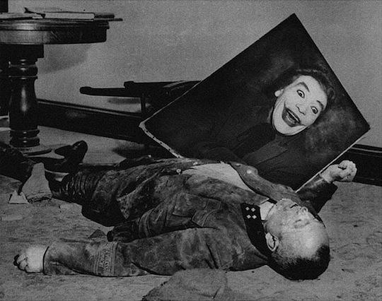 Jokers arī liek par sevi manīt Autors: Xmozarus Supervaroņi vecajās kara bildēs