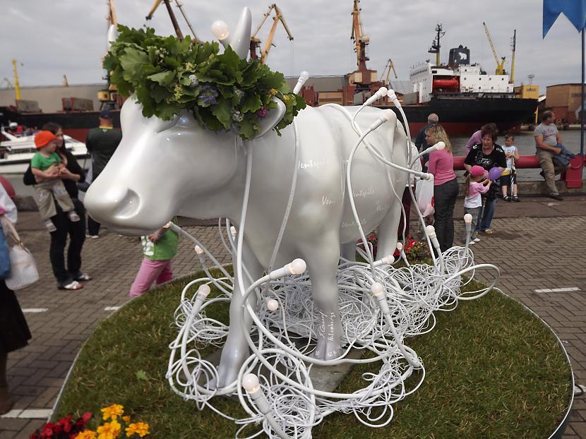 Gaismas govs gaismas... Autors: rutazeva ''Govju parāde'' Ventspilī.
