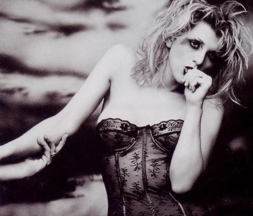 16 gados viņa pārvācās uz... Autors: almazza Courtney Love