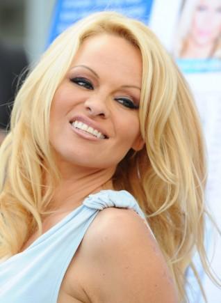 Un uzminiet kas ir topa 6... Autors: kjuvertijs Pasaules izcilākās blondīnes