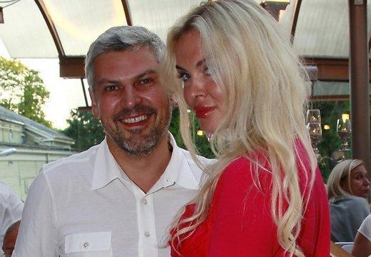 Nikolajs Sarkisovs attēlā kopā... Autors: kjuvertijs 13 bagātākie cilvēki, kas apmeklēja 'Jauno vilni'