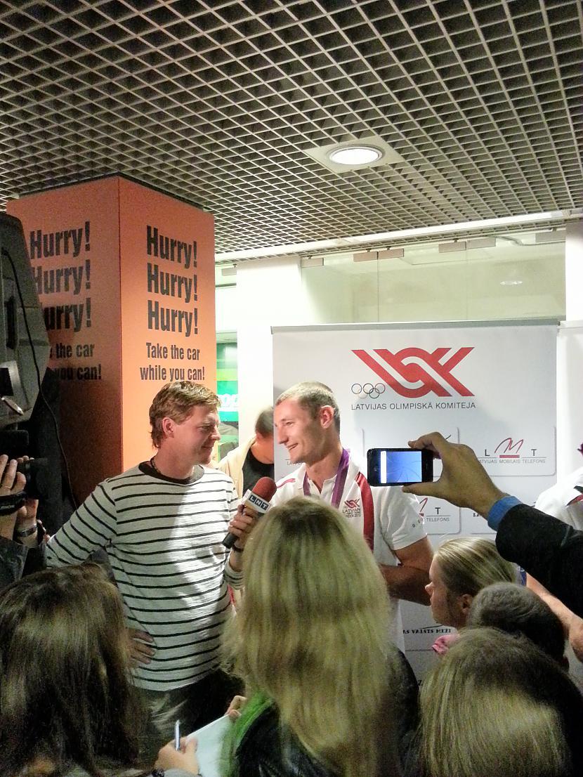Autors: Pupsik M. Pļaviņa un J. Šmēdiņa sagaidīšana lidostā Rīga