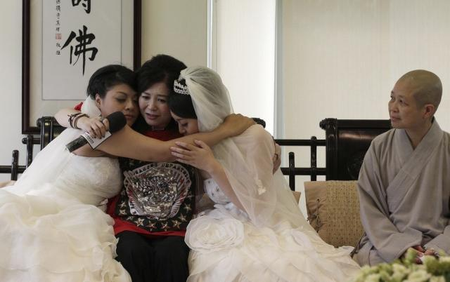 Autors: BrĀLis scorpion1 Viendzimuma laulības