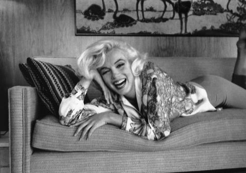 A wise girl kisses but doesnt... Autors: serenasmiles Marilyn Monroe bildēs un citātos.