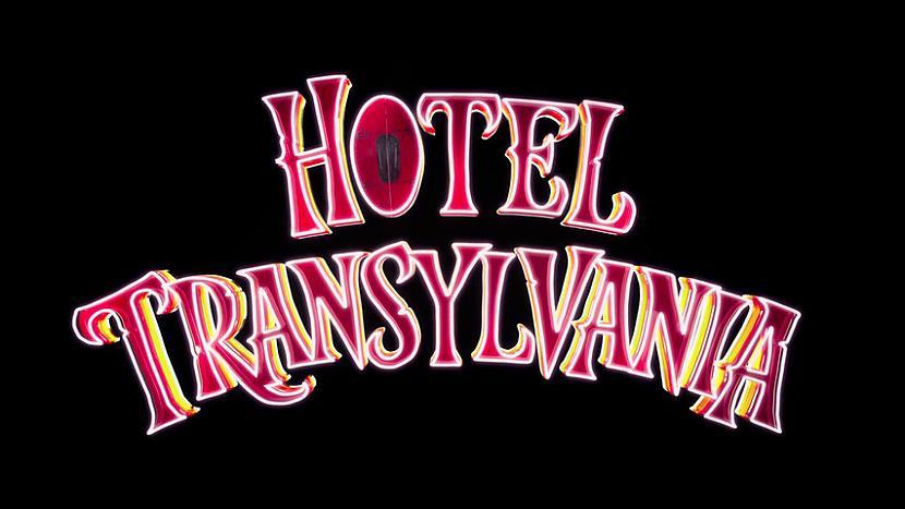 """Filma Viesnīca Transilvānija... Autors: wurry Viesnīca """"Transilvānija"""" (2012)"""