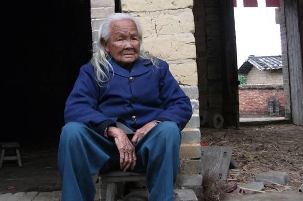 Li Ksjufengu scaronī gada 17... Autors: Aivars Muša Ķīnas tantiņa-zombijs