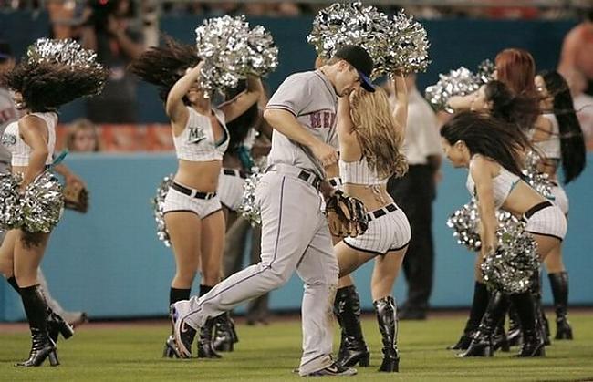 Autors: zmx Major League Baseball karsējmeitenes