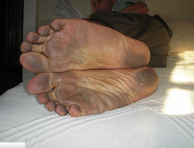 Autors: BrĀLis scorpion1 Vīrs ar netīram kājam