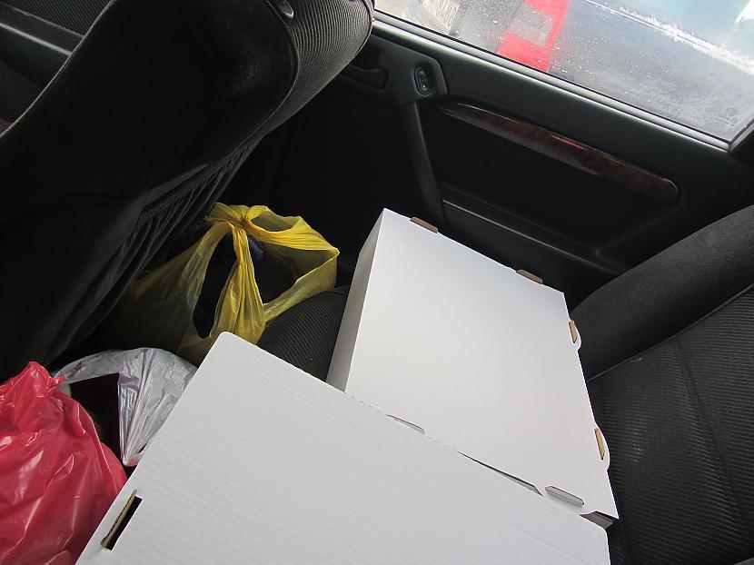Savāktās mantas un kastes ar... Autors: Sasha Aleksandrs Pasākums...