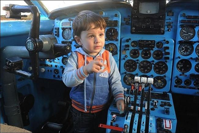 Autors: Fosilija Bērnudārzs iekš lidmašīnā...
