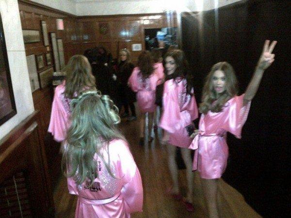 Autors: littlemonster19 Meitenes Victoria's Secret aizkulisēs!