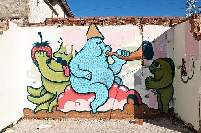 Ciemā vēl tagad dzīvo vairāki... Autors: Moonwalker 700 gadus vecs grafiti ciems