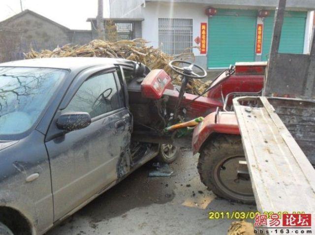 Autors: MONTANNA Mašīna VS Traktors