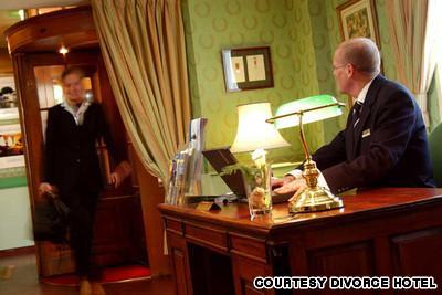 8Scaronķirscaronanās viesnīca... Autors: R1DZ1N1EKS Viesnīcas, kurās uz romantiku prāts nenesas.