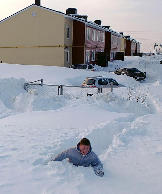 Vietām sniega sega sasniedza 5... Autors: charlieyan Ekstrēmie laikapstākļi: Marts-Februāris