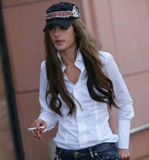 Alessandra Ambrosio Autors: meancookie Modeles, kas smēķē