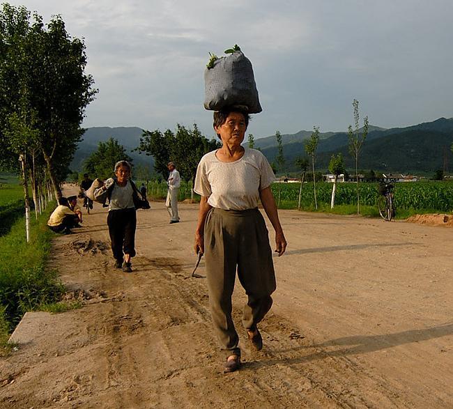 Uz Korejas robežas visi... Autors: Raziels Ziemeļkoreja, kāda tā ir