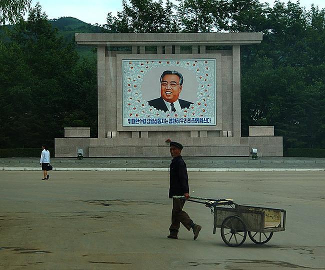 Vienīgie smaidi ir tie ko var... Autors: Raziels Ziemeļkoreja, kāda tā ir