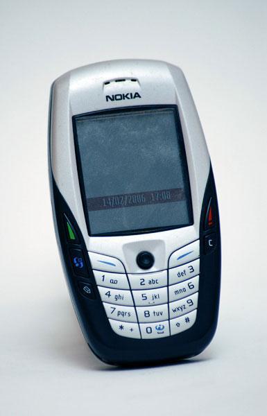 Nokia 6600 izlaists 2003 gadā... Autors: Fosilija Top 20 pārdotākie telefoni pasaulē.