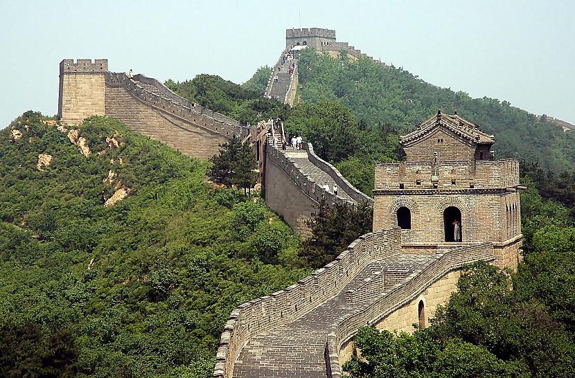 Lielo Ķīnas mūri var redzēt no... Autors: Deez Nuts 8 fakti, kuri patiesībā ir MELI!