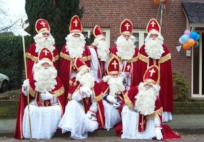 Scaroniem visiem ir viens... Autors: fAntAzyY Santa Klausi no dažādām vietām.