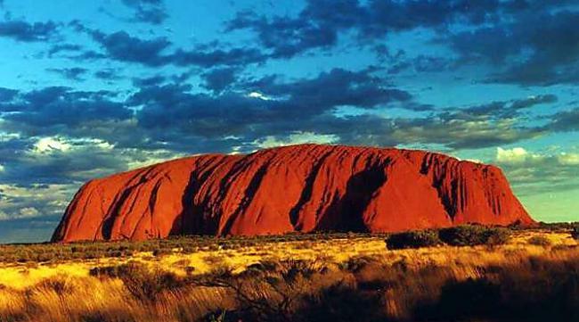 nbsp7 Uluru klintsUluru ir... Autors: The Psychiatrist Pasaulē slavenākie objekti, kuriem esot uzlikts lāsts