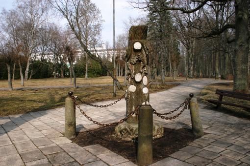 Parkā izvietoti pieminekļi ... Autors: Nalto Ķemeru Sanatorija .