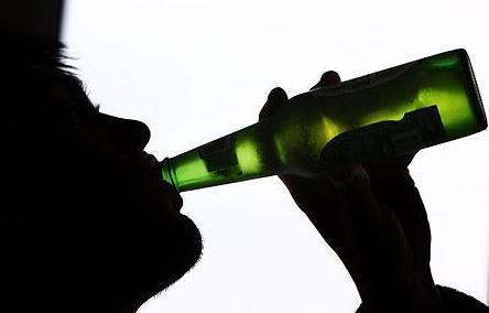 Vecāki bija scaronokā un... Autors: MONTANNA Brālis izvaroja māsu alkohola reibuma dēļ.