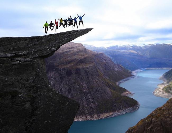 Palēciens uz klintīmSlavenā... Autors: Fosilija Elpu aizraujoši piedzīvojumi (Let Your Heart Skip a Beat)