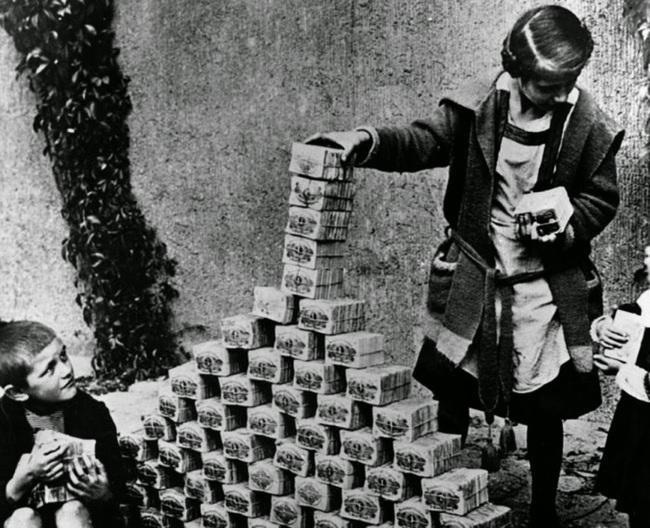 Puikas spēlējas ar naudas... Autors: kaķūns Pagātnes deva