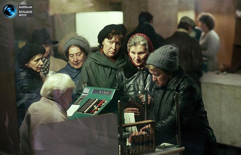 Rinda veikalā un milzīgie... Autors: ghost07 Dzīve padomju savienībā (17 unikālas, krāsainas fotogrāfijas)