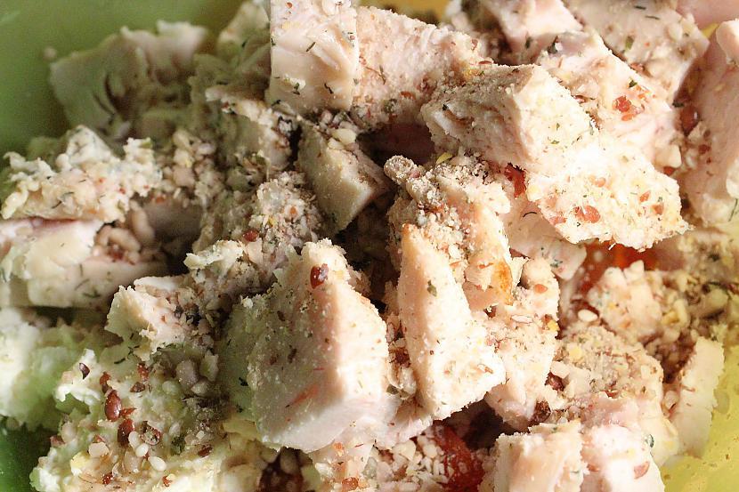Uzberam aizdaru arī tas... Autors: Sforca Supervieglie, gardie un sātīgie vistas salāti