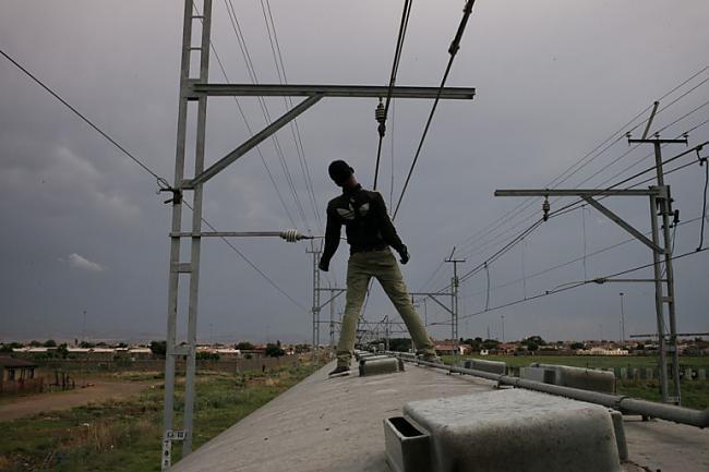 Vilciena sērferis... Autors: Fosilija Pasaules pārpildītākie vilcieni tev liks iemīlēt Rīgas trolejbusus
