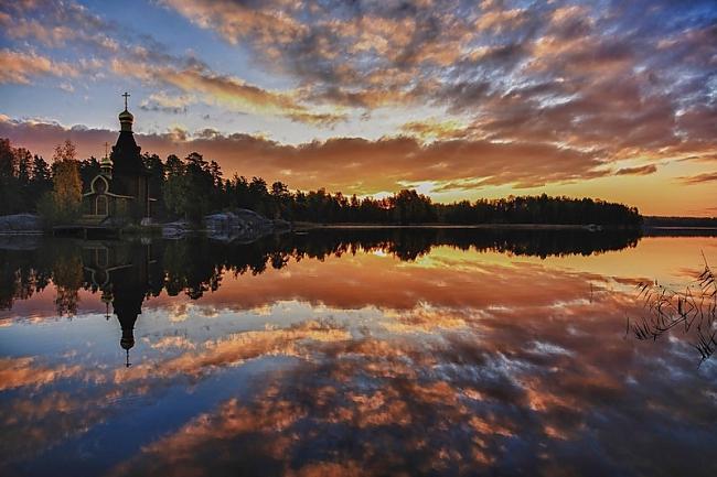 Baznīca tika uzbūvēta 2000... Autors: Sātans Brīnišķīga baznīca ,kas atrodas ezera vidū uz mazas saliņas.