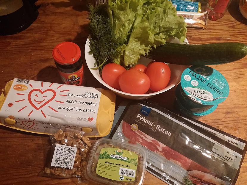 Nepieciescaronamās sastāvdaļas... Autors: Fosilija Mājas siera salāti ar bekonu