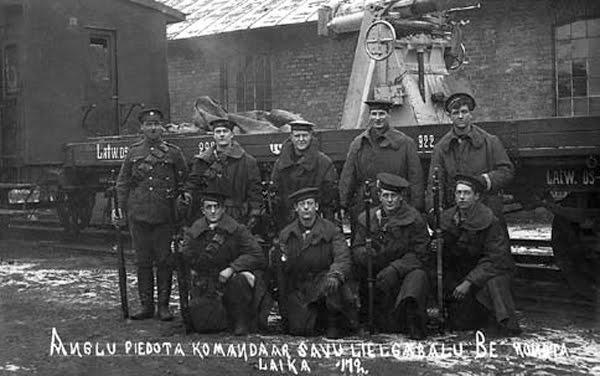 5 Bruņotais... Autors: Meisele Latvijas armijas bruņoto vilcienu pulks