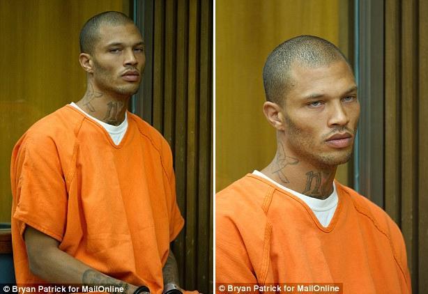 Autors: Fosilija Pēc meiteņu domām skaistākais ASV noziedzinieks tiek notiesāts uz 2 gadiem