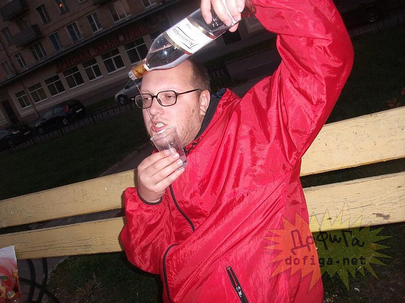 Autors: Hello Čoms iegāja soc.saitā,ieraudzija sevi un no bēdām atkal piedzērās !