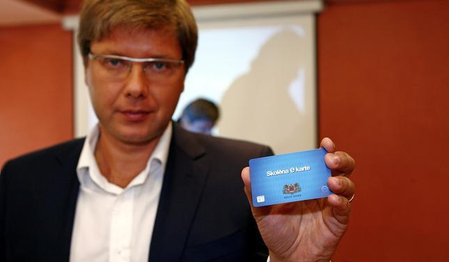 Te mēs redzam dažādu pieeju... Autors: Hello Totālās kontroles projekts Latvijā tiek īstenots arī caur e-talonu.