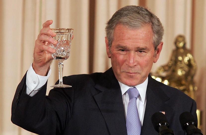 Tikai kļūdainu velēscaronanu... Autors: bombongs Kas notiktu, ja Džordžs Bušs nebūtu uzvarējis vēlēšanas.