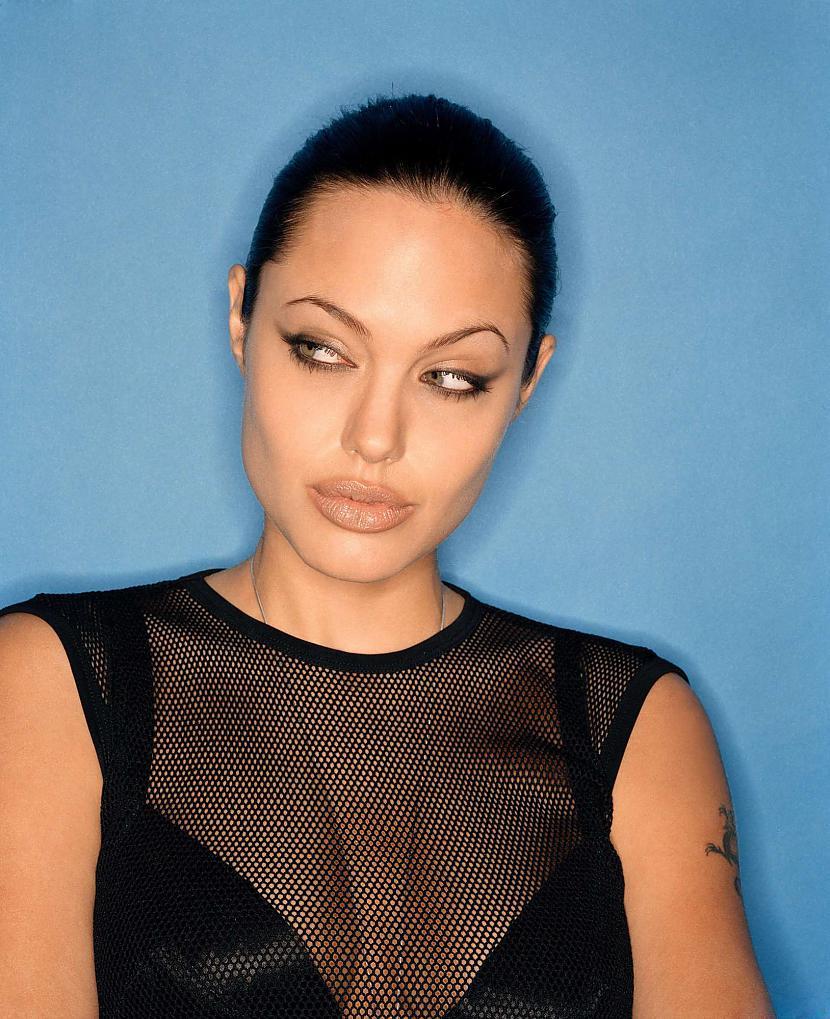 Autors: Fosilija Angelina Jolie 11