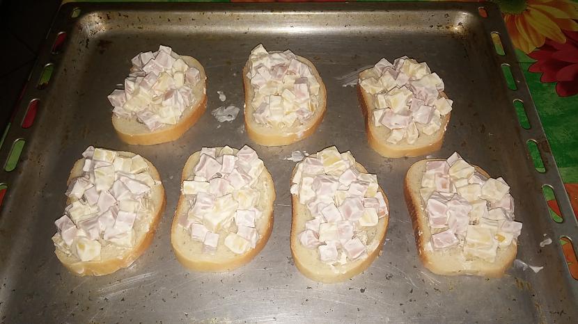 saliek visu uz maizītēm un... Autors: wokie Gardās karstmaizes