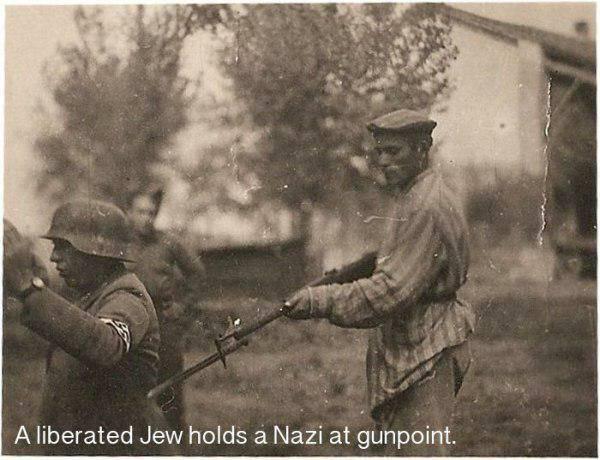 Atbrīvots ebrejs ar ieroci... Autors: twist 18 vēsturiskas bildes, par kurām pasaule gandrīz ir aizmirsusi.
