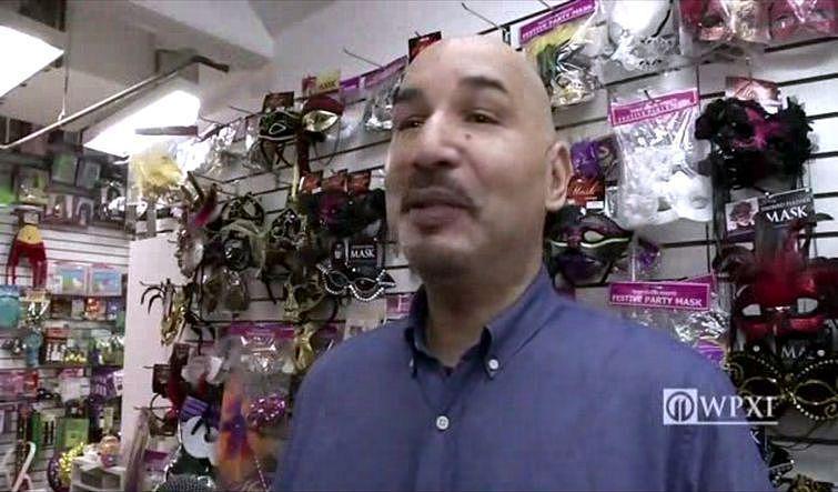 ldquoEsmu strādājis scaroneit... Autors: zeminem Sieviete izpirka rotaļlietu veikalu- labdarības dēļ!